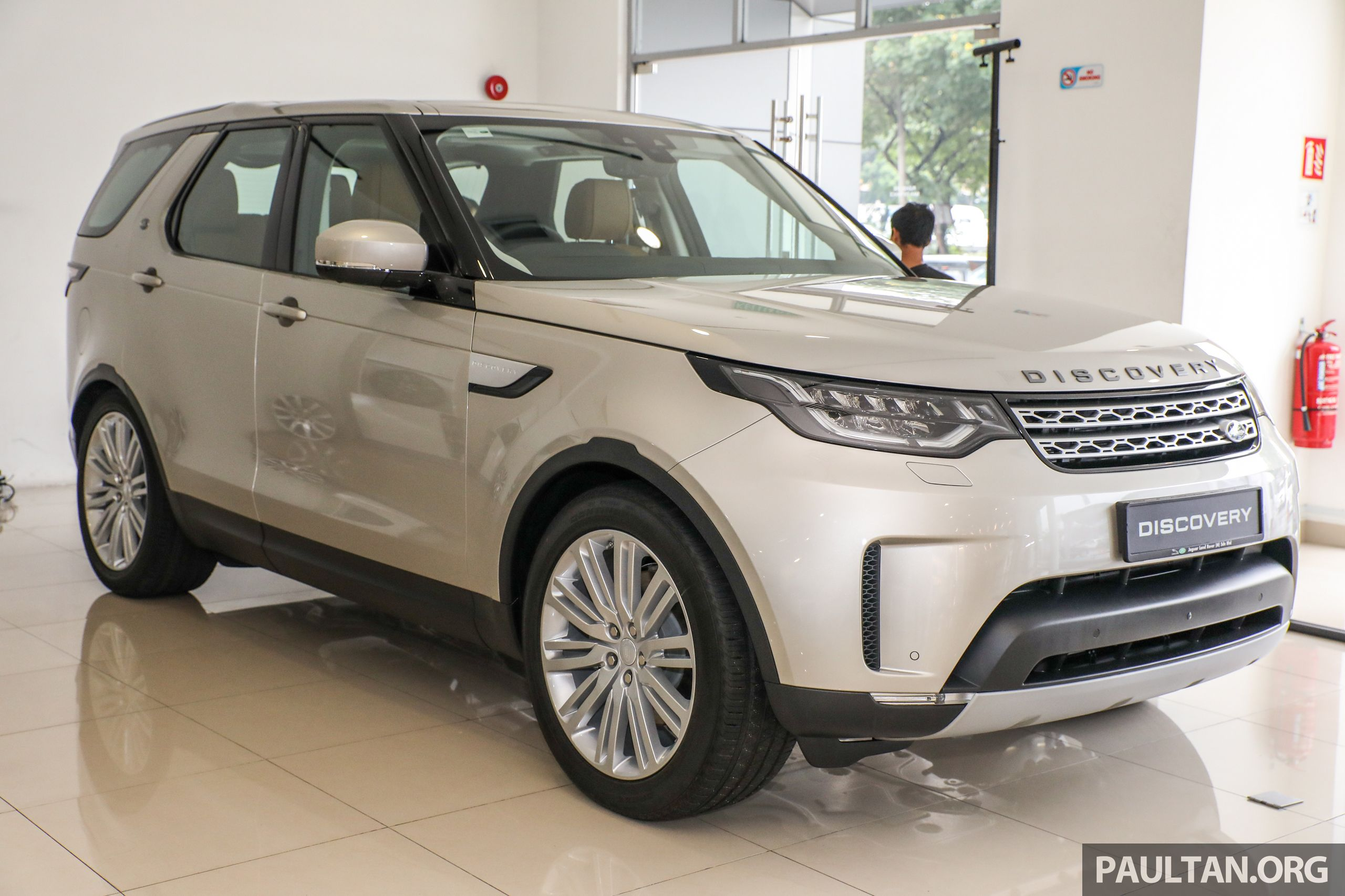 Jaguar Land Rover Malaysia Has Officially Introduced The New Fifth Generation L462 Land Rover Discovery In Th Land Rover Land Rover Discovery Jaguar Land Rover