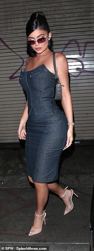 Kylie Jenner shows off her figure in a matching denim number #travisscottwallpapers