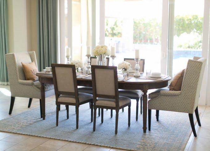 Pormenor das cadeiras com dois cadeirões diferentes