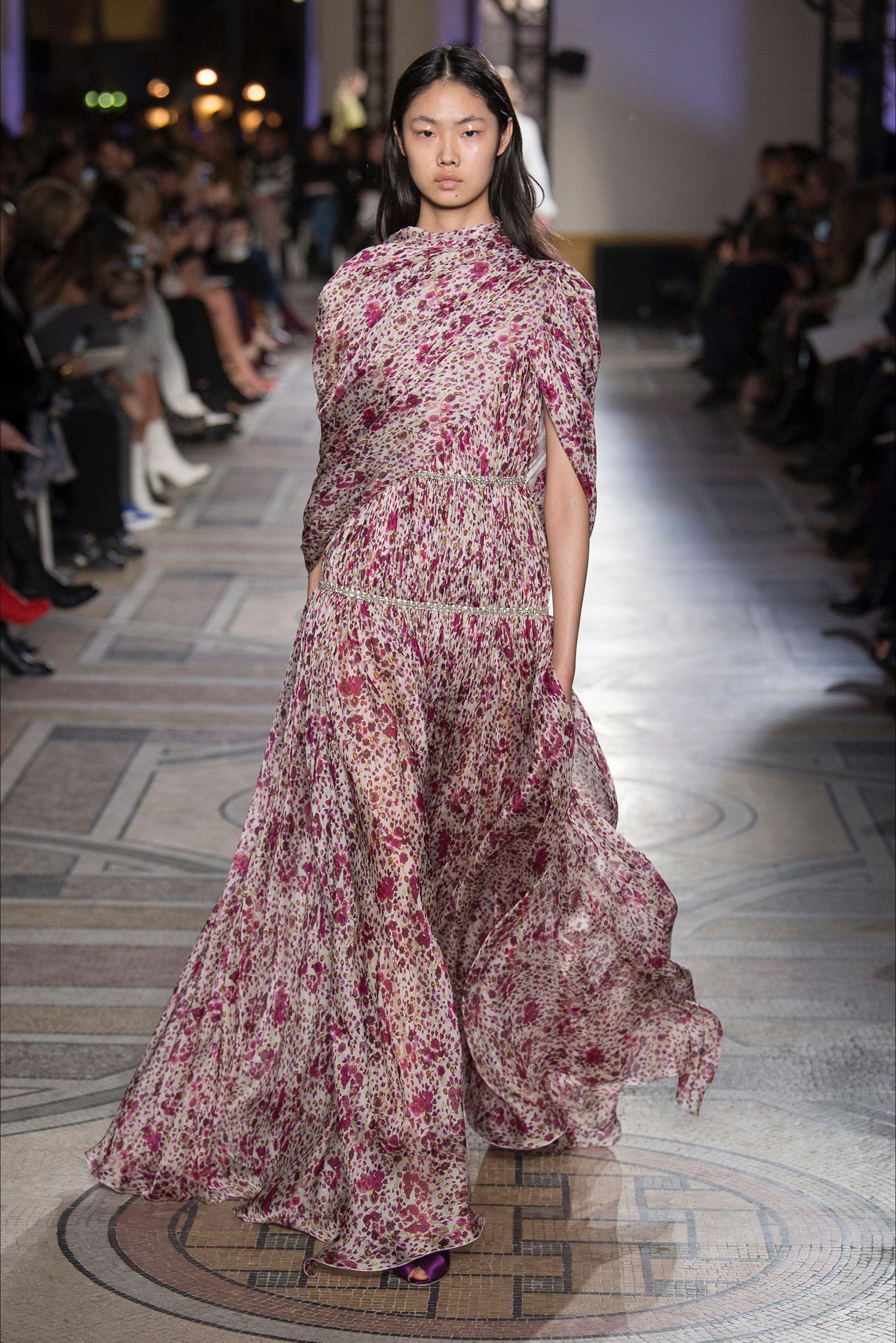 65e2952e03 Sfilata Giambattista Valli Parigi - Alta Moda Primavera Estate 2018 - Vogue