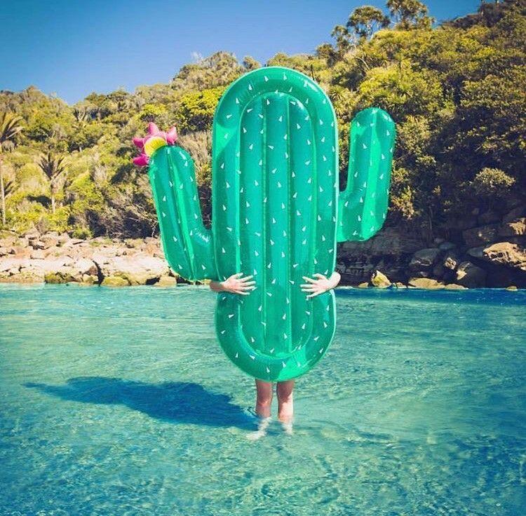 Die 10 Coolsten Pool Floats Diese Luftmatratzen Sind Perfekt Fur Deinen Urlaub Coole Pools Luftmatratze Matratze