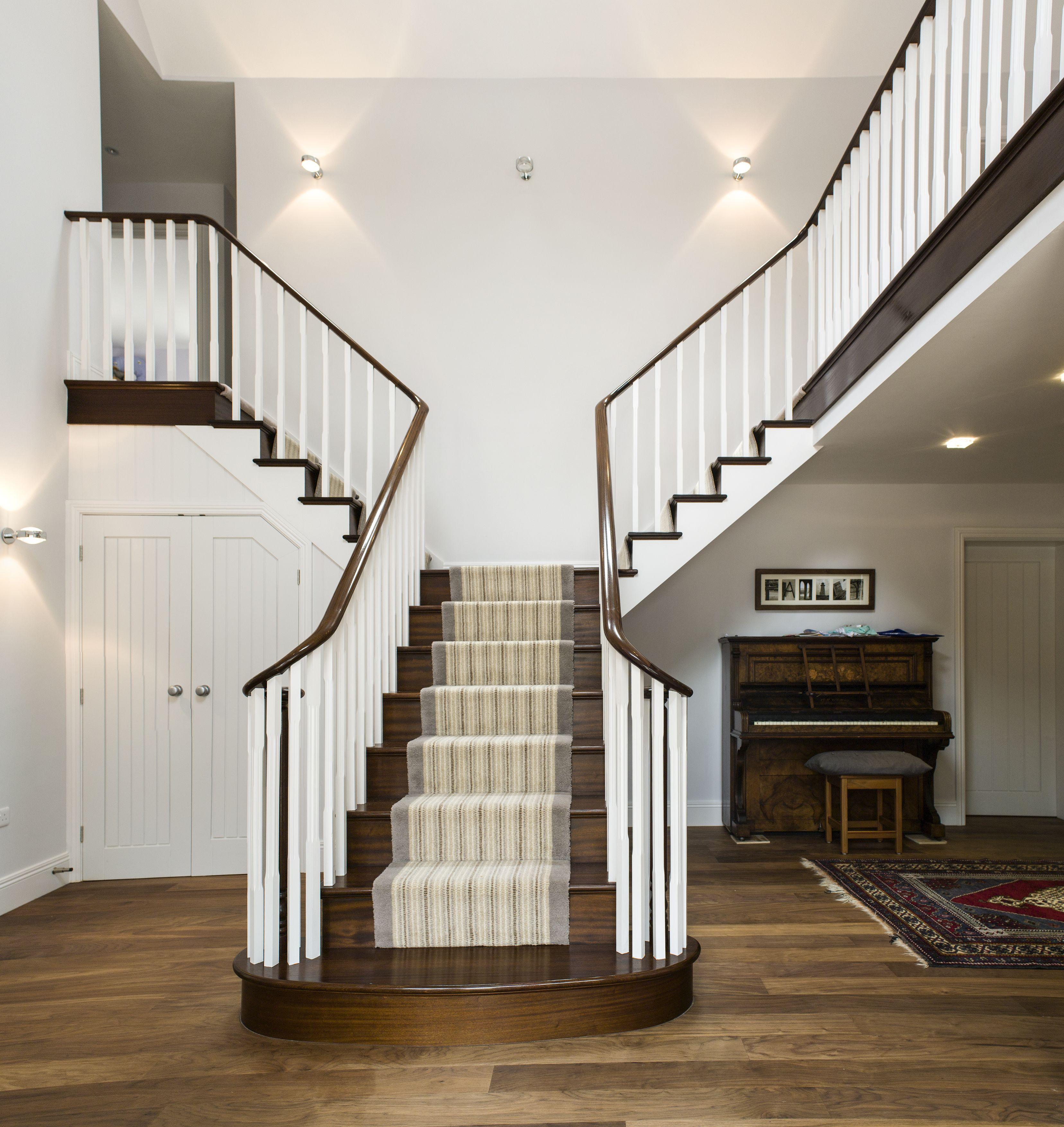 sapele cut string with wreathed handrail - Multi Castle Interior
