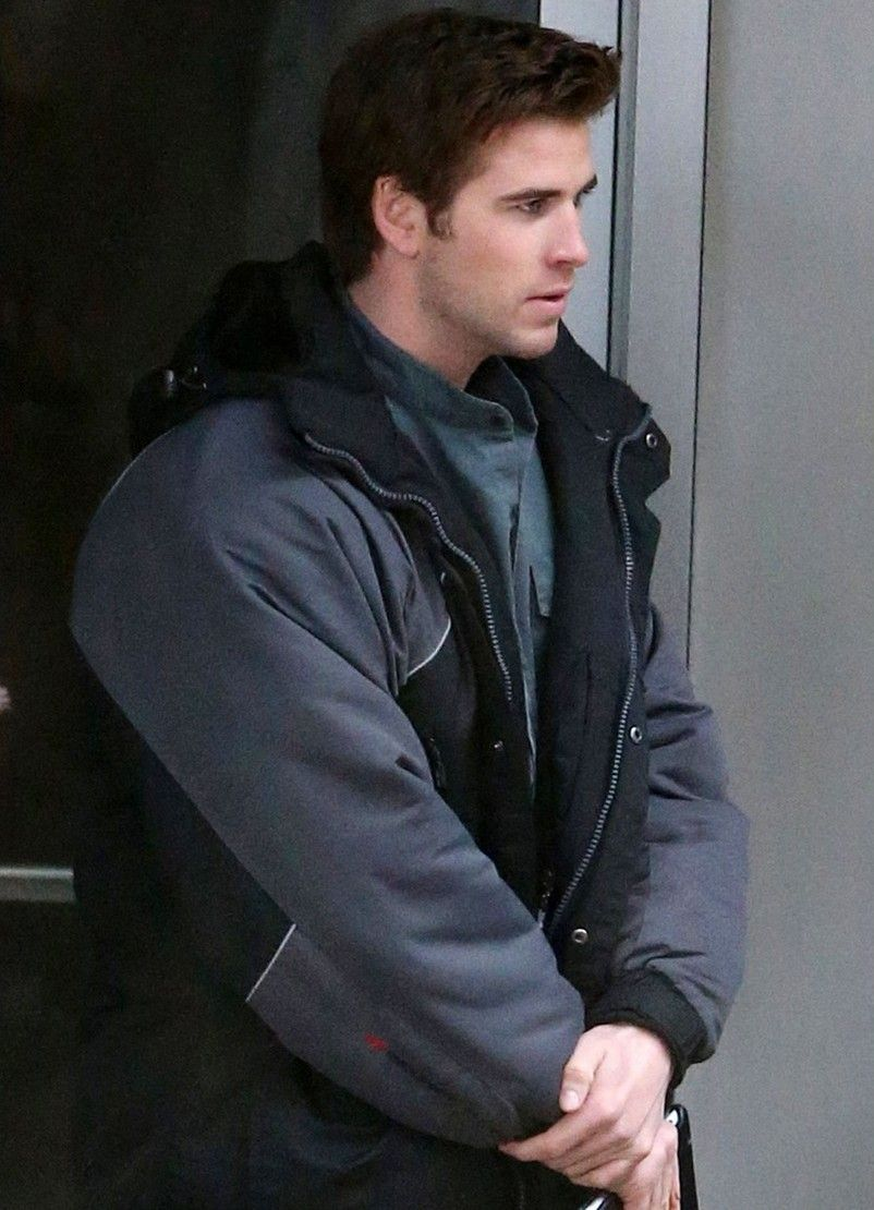 #LiamHemsworth Returns To the #Mockingjay Set http://www.panempropaganda.com/movie-countdown/2014/2/5/jennifer-lawrence-and-liam-hemsworth-return-to-the-mockingja.html/