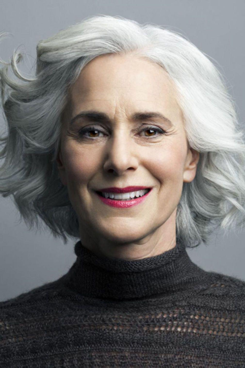 Populaire Cheveux gris : 40 coiffures qui ne font pas mamie | Cheveux gris  CF37