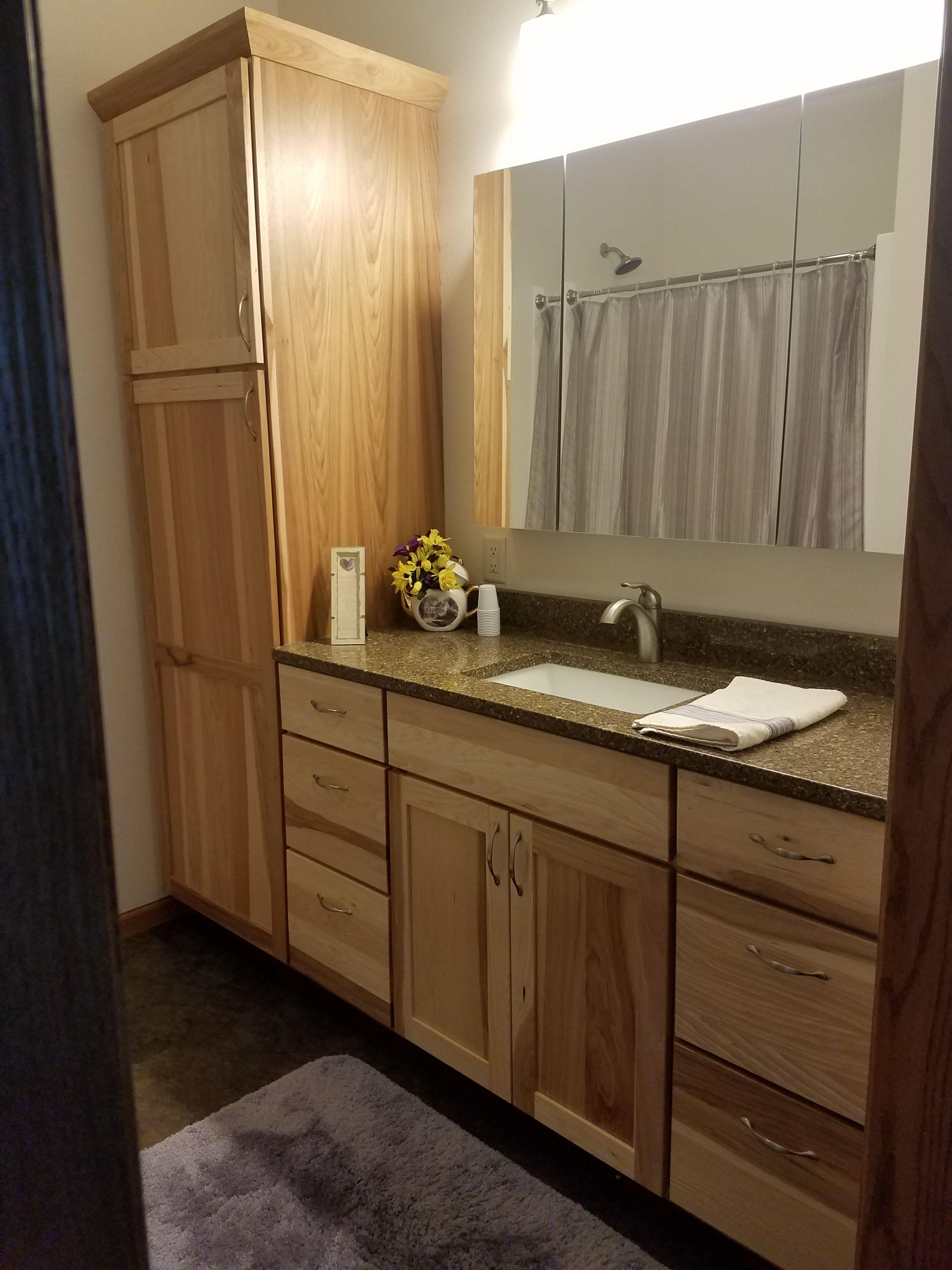 Natural Hickory Cabinets With A Quot Kilauea Quot Quartz
