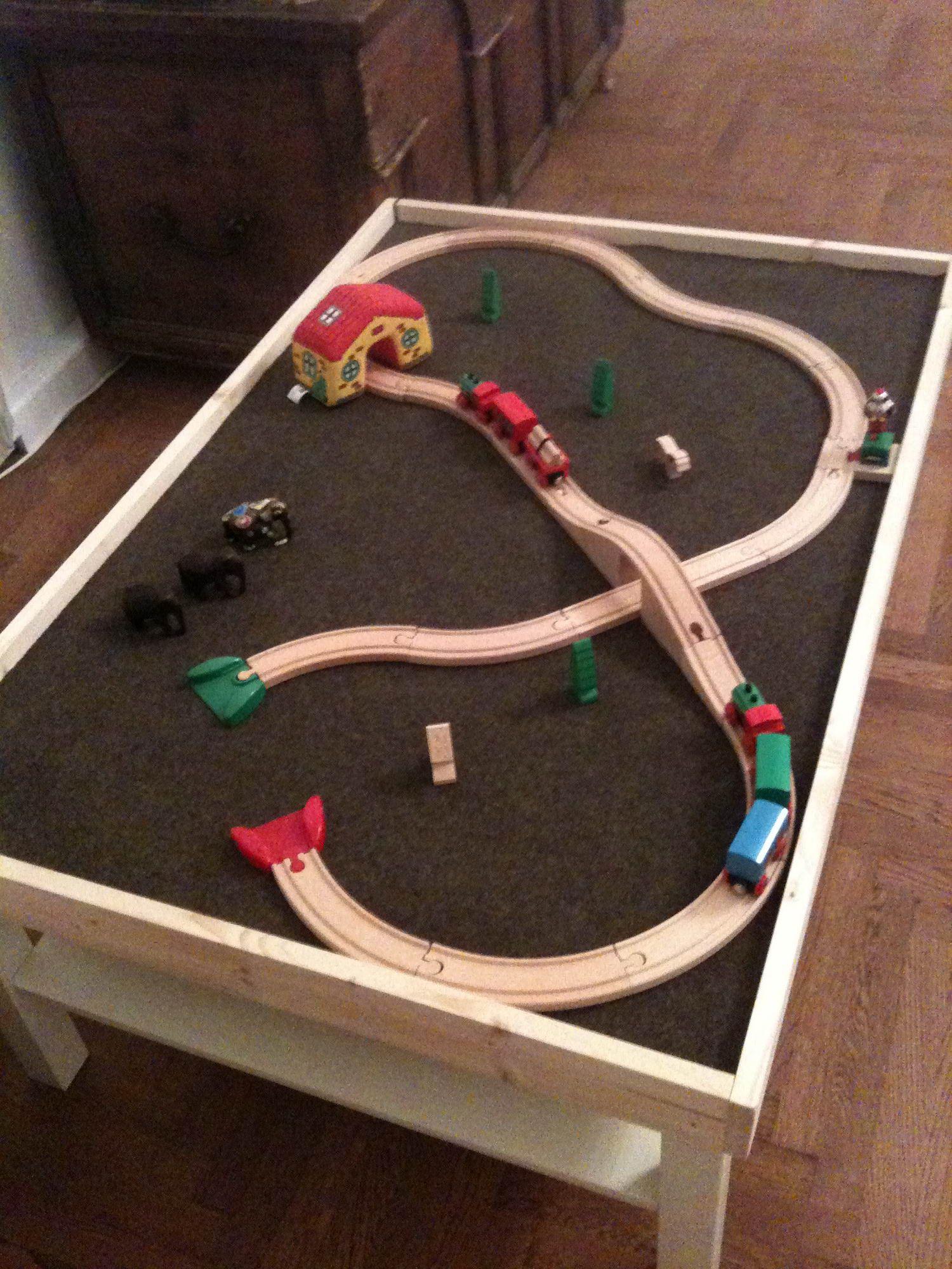 spieltisch für die brio eisenbahn  sehr praktisch | nursery
