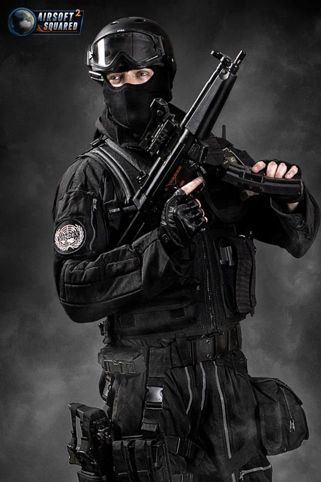 Airsoft SWAT outfit. I\'d probably only use this layout for indoor ...