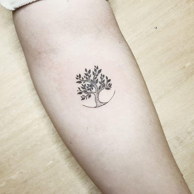"""Mini Tatuajes ☆★☆ on Instagram: """"Árbol de la vida. --------------------- --> Artista: @_volaverunt_ --> Estudio: @estudioelsalado --------------------- #minitatuaje #tattoo…"""""""