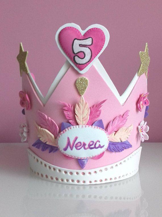 Corona cumpleaños Emma 3 años.Diseño  plumas 39e6d414d82