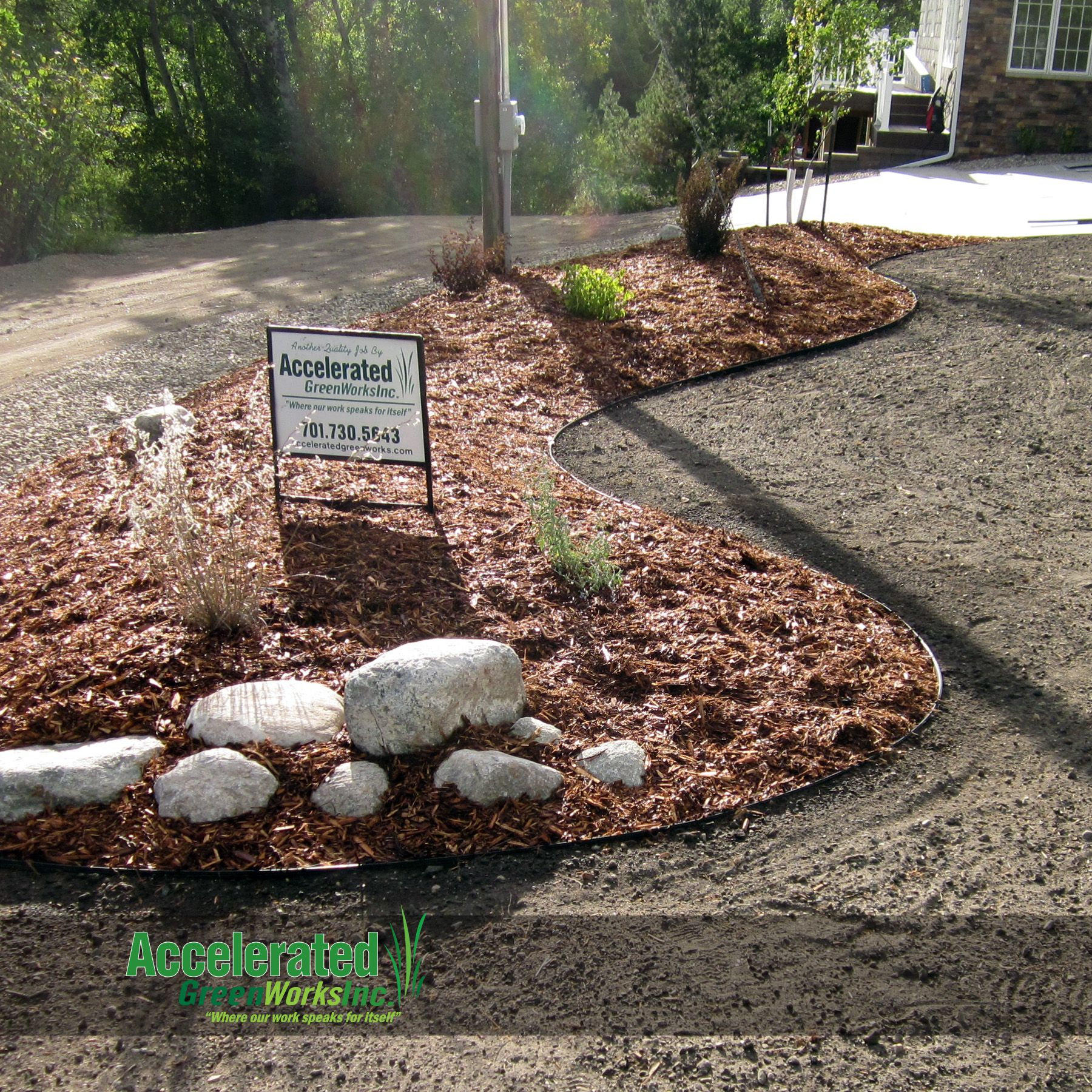 Aluminum Edging Widely Available In Black Or Silver Natural Is A Brilliant Alternative To Concrete Curb Or Paver Ed Landscape Edging Paver Edging Green Thumb