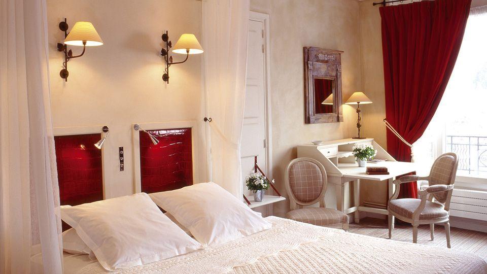 """The """"Préludes"""" bedroom. Where: The """"appartement de Marie"""", a suite with a beautiful view of Paris. Where: Hôtel de Banville****, 166, boulevard Berthier - Paris 17"""