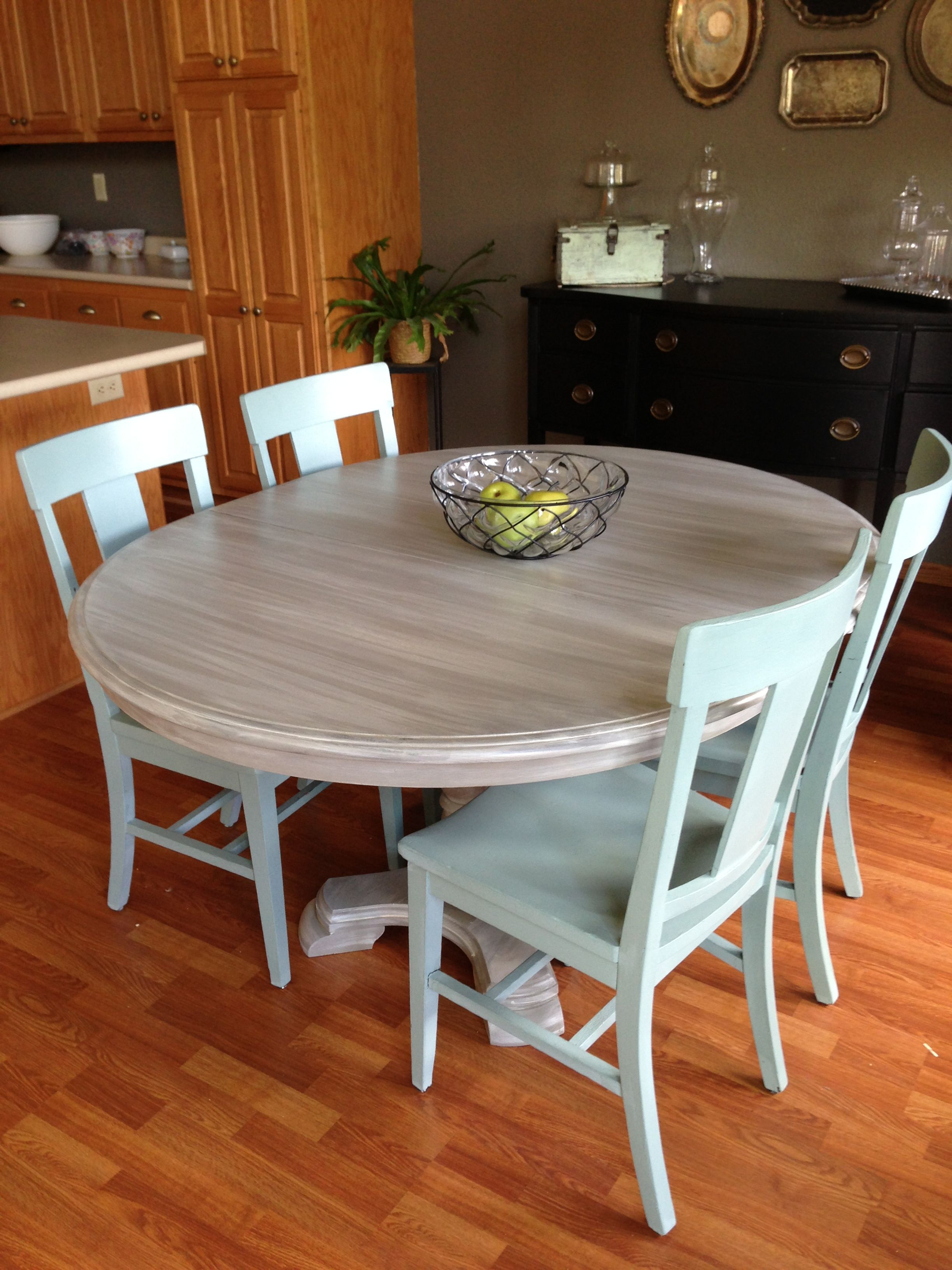 Kitchen chairs and table makeover with annie sloan chalk for Painted kitchen chairs
