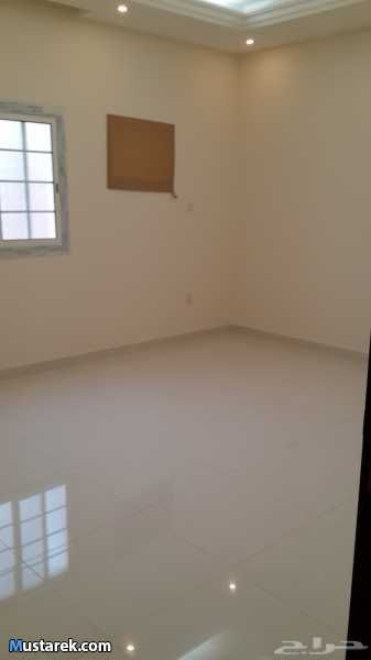 ثلاث غرف وصالة مساحة الغرف 4 5 ومطبخ 4 4 وحمامين غرفة النوم بحمام مستقل ويوجد شقق غرفتين مساحة الغرف 7 5 ومطبخ 4 4 وحما Ceiling Lights Home Decor Home