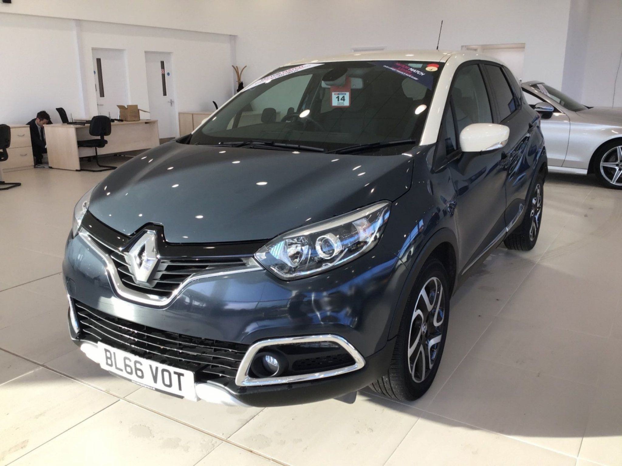 Renault Captur 1 2 Tce Signature Nav 5dr Auto In 2020 Cars For
