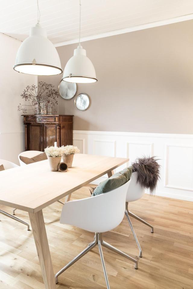 skanditraum im altbau helle farben wei e st hle und ein skandinavischer holztisch f r. Black Bedroom Furniture Sets. Home Design Ideas