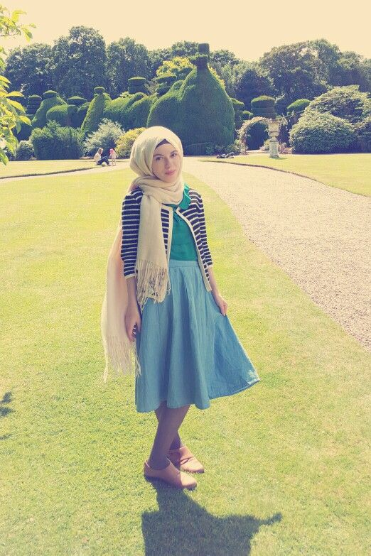 Hijab - headscarf vintage. Chambray skirt, emerald green Peter pan collar blouse, striped cardigan :)
