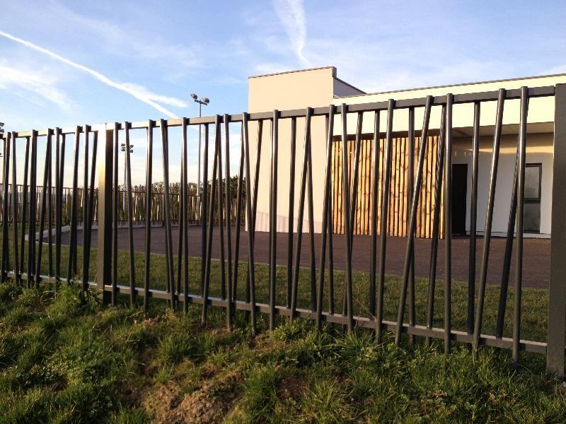 Fabricant garde corps structural r alis pour une cr che en c te d 39 or lyon garde corps design for Cloture jardin roseau
