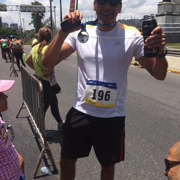 Alexis Tineo en la linea de llegada del Maratòn CAF 42K