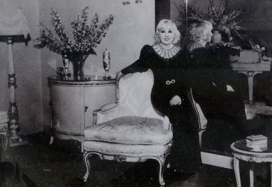 Afternoon Tea With Mae West Old Hollywood Photos