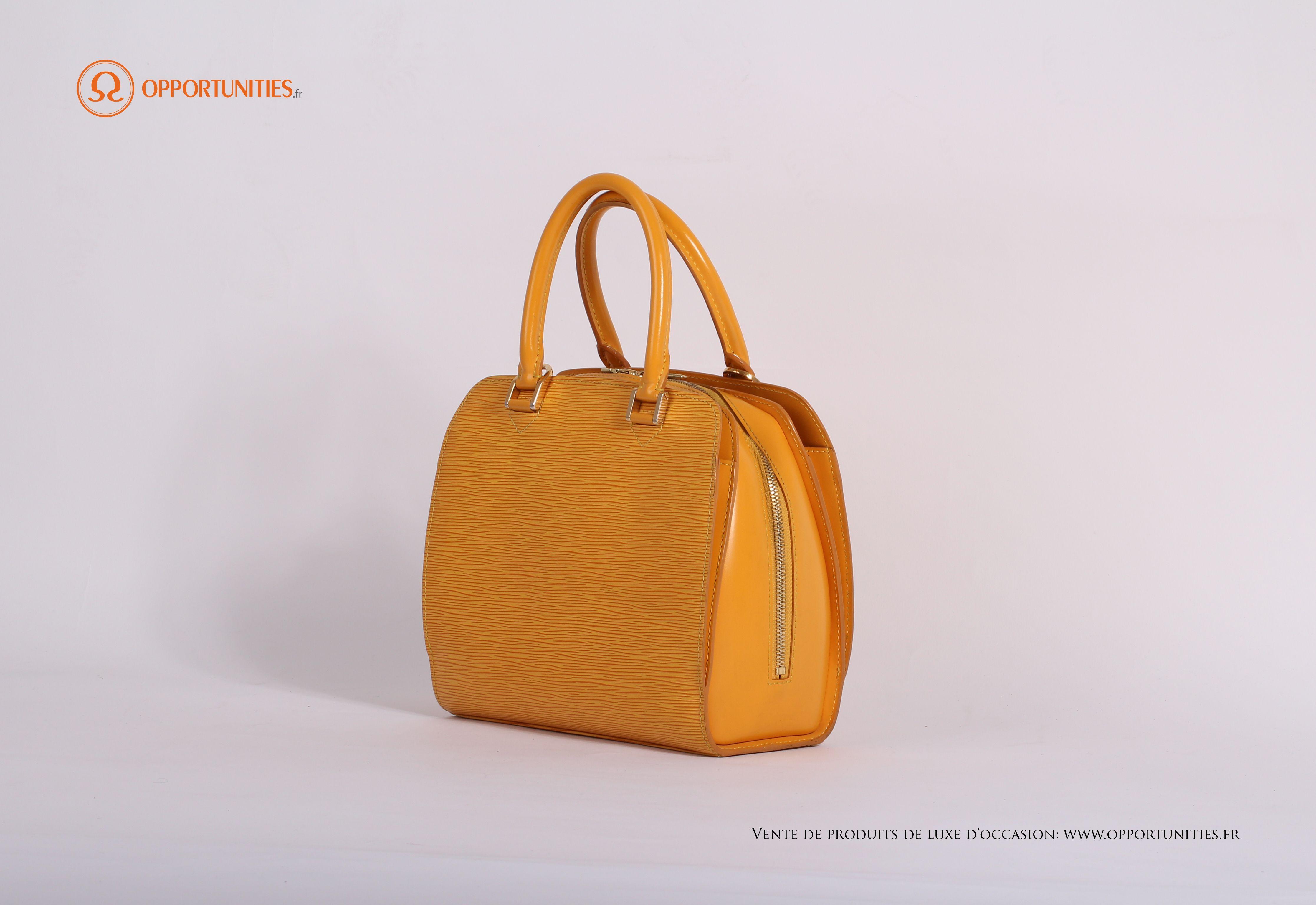 60de5af8eb46 En vente sur le site de produits de luxe d occasion www.opportunities.