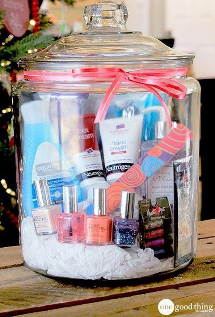 How to Easily Make Aesthetic Bathroom Gift Basket Designs ...
