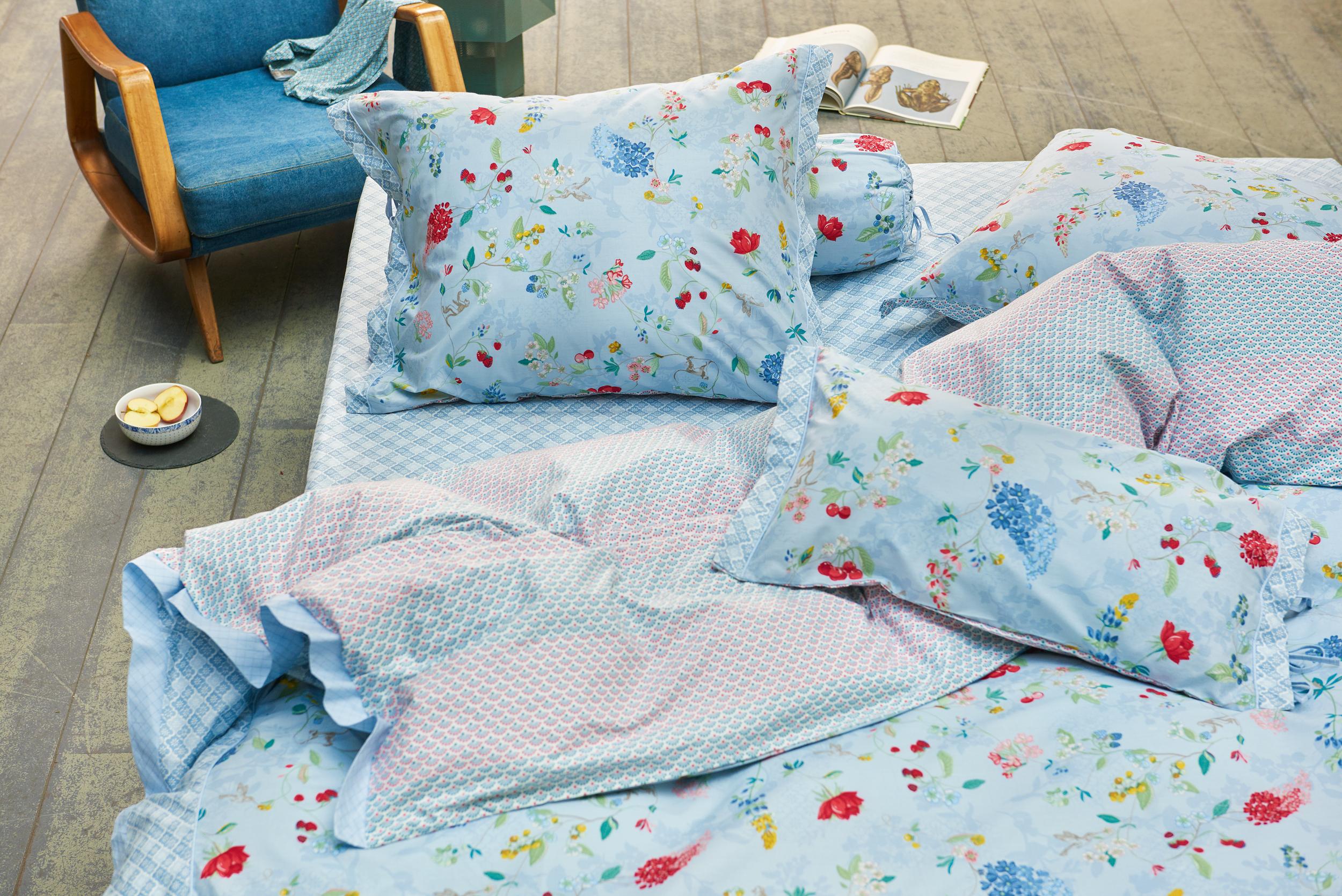Verspielte und schöne Bettwäsche von Pip im Design Hummingbirds in ...