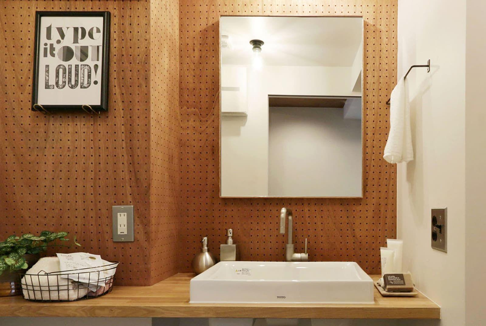 ラワンの洗面ミラーは ラワン材を使った 木枠の洗面ミラーです シンプルなデザインでどんな空間にもマッチします サイズオーダーで幅と高さを指定できます ラワン 洗面 シンク