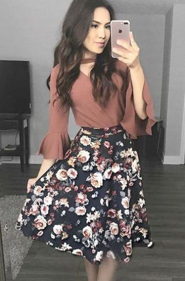 Modest fall winter church outfit floral midi skirt with dusty rose blouse long skirt outfit ideas #churchoutfitfall