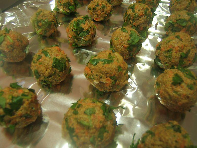 Recipe Raw Vegan Falafel Balls With Tziki Sauce No Dehydrator Needed Raw Vegan Diet Raw Food Recipes Vegan Diet Recipes