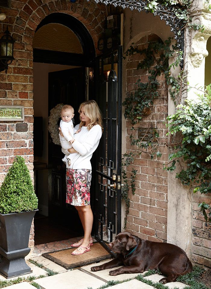 the tale of canna c&bell and rocco foy - The Grace Tales & dinah baby and pedestal planter with boxwood | House in Decatur ... Pezcame.Com