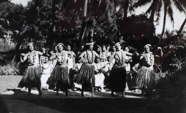 Hawaï : hula dancers circa 1900.