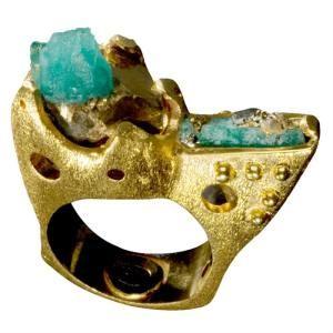 Raw emerald ring by Colombian designer Paula Mendoza Rawstone