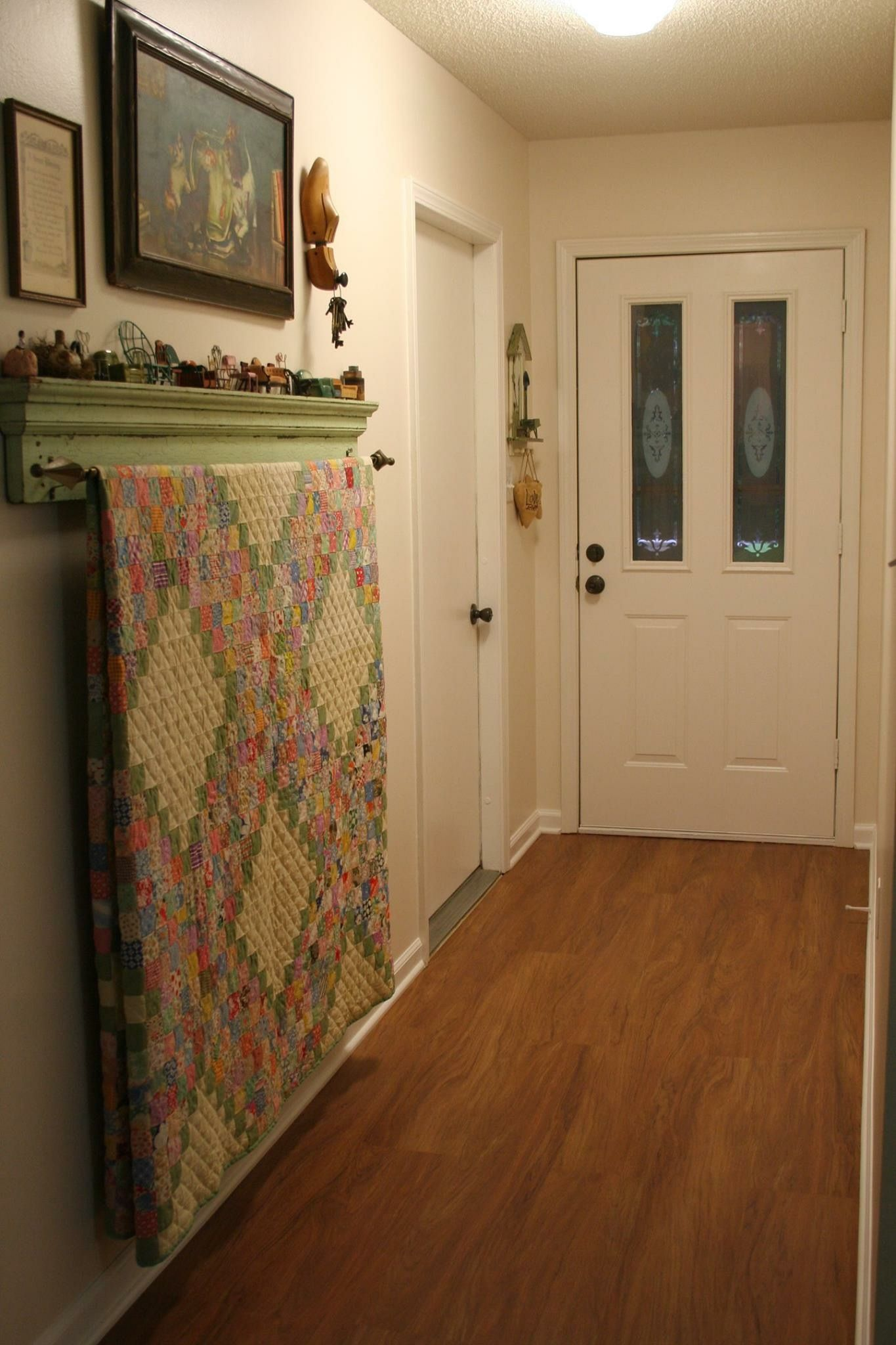 I Like The Curtain Rod To Hang A Quilt Quilts Decor Quilt