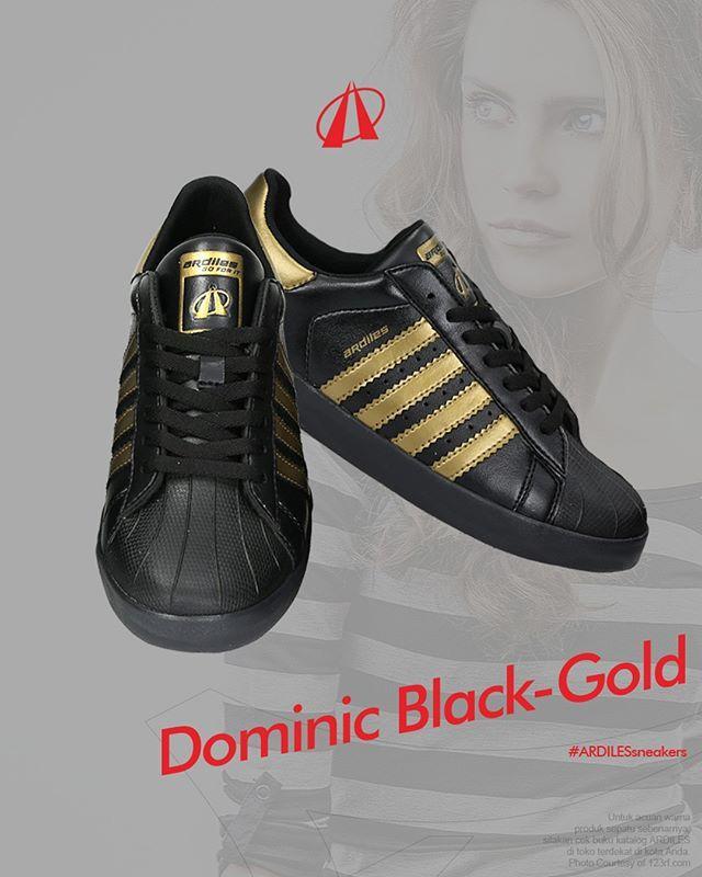 Dominic Black Gold Langkahberani Langkahberani Di Atas Sneakers