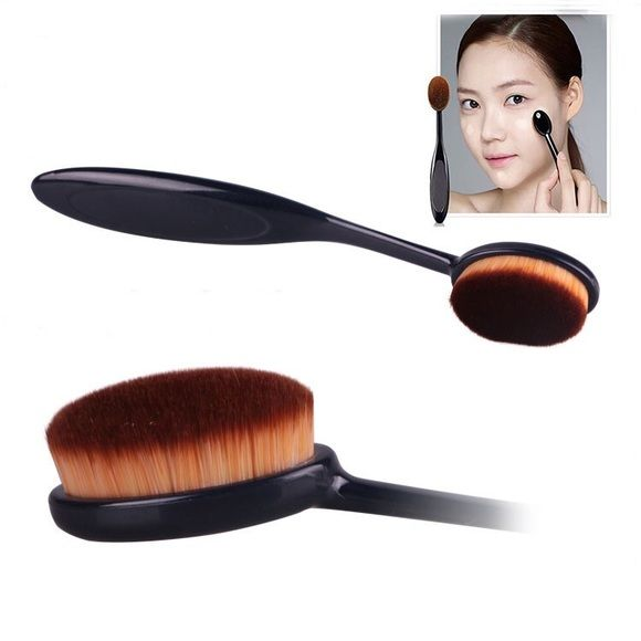 Oval Foundation Pro Brush Can withstand 90 degree bend.Give you a flawless foundation application every single time.No streaks & no areas with too much makeup or too little.With a concave design,which is perfect for you to apply liquid foundation on your face.If used daily, we recommend washing your brush once a week with a mild cleanser 1 time.Baby Shampoo or any low sudsing soap will work. Rinse well and air dry. DON'T be too hard.Color: Black Total.length:approx.15cm. Hair length:approx…