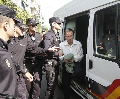 Bretón recibe una paliza en Villena nada más entrar en contacto con otros presos - TVEstudio