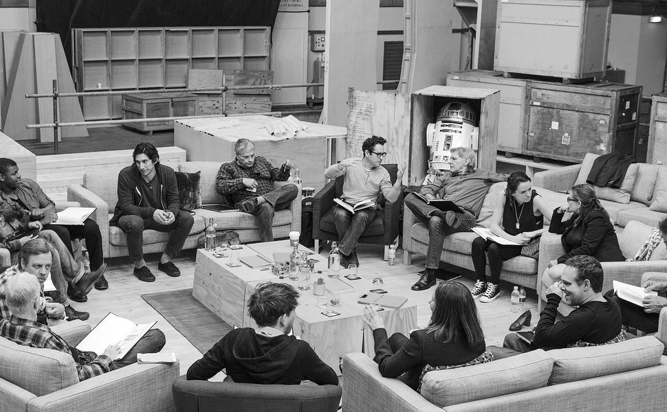 Wait, Star Wars Episode 7's ENTIRE Cast Will Be Back For Episode 8?