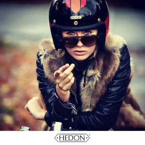 #bikergirl #motorcyclesgirls #chicasmoteras | caferacerpasion.com