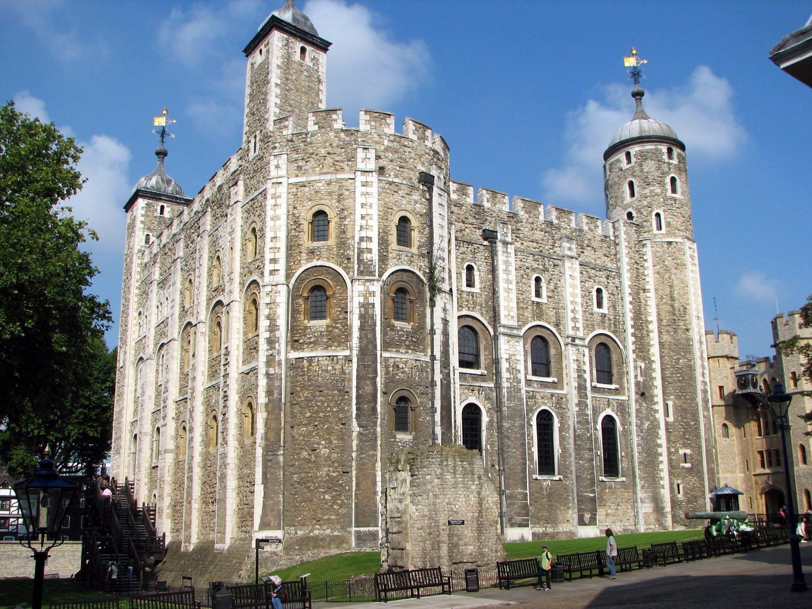 The White Tower In The Tower Of London Torre De Londres Londres Torres