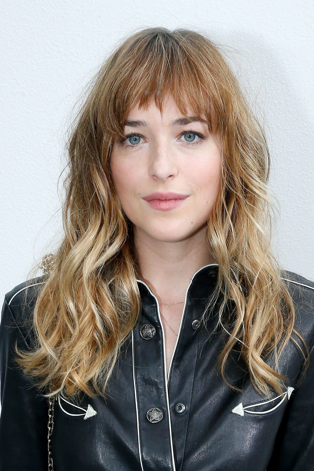 How To Style Side Swept Bangs Like 30 Of The Chicest Celebrities I Am Co Dakota Johnson Hair Long Hair With Bangs Bangs For Round Face