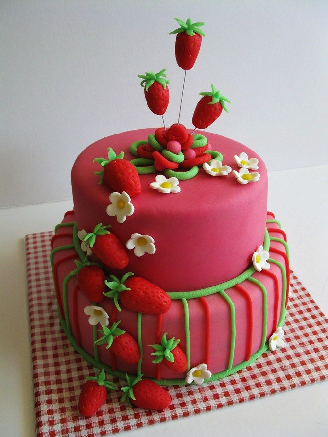 Beautiful Strawberry Cake Images :