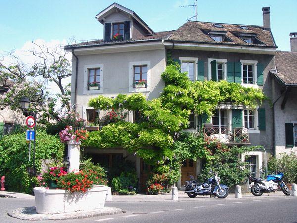 Hermance est juste à côté de la France.
