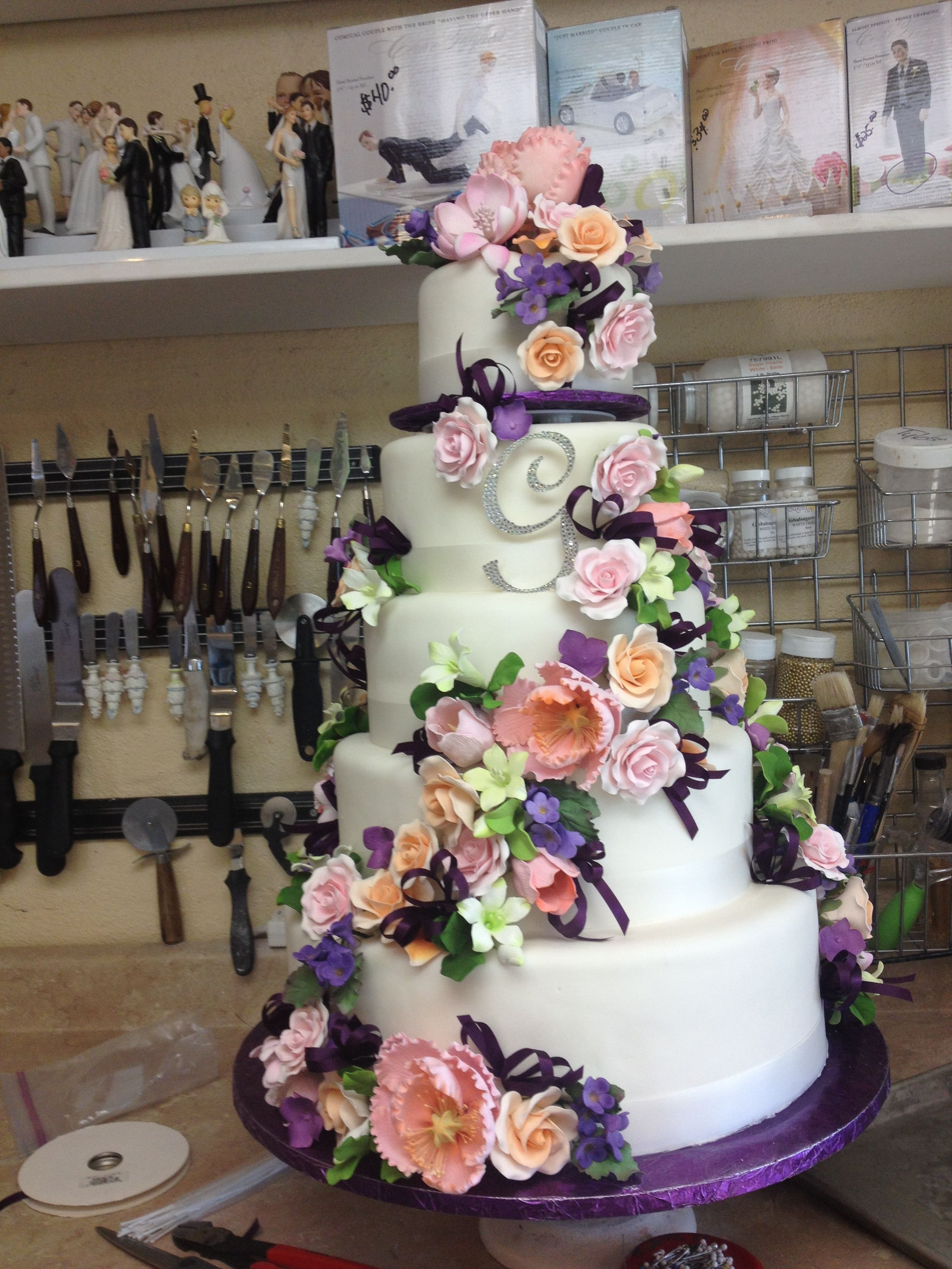 Gumpaste flowers round wedding cakes cake rotating