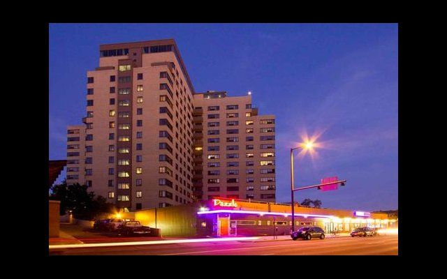 303 837 0611 1 2 Bedroom 1 1 Bath Mezzo Apartment Homes 901 Sherman St Denver Co 80203 Downtown Apartment Tower Apartment Apartments For Rent