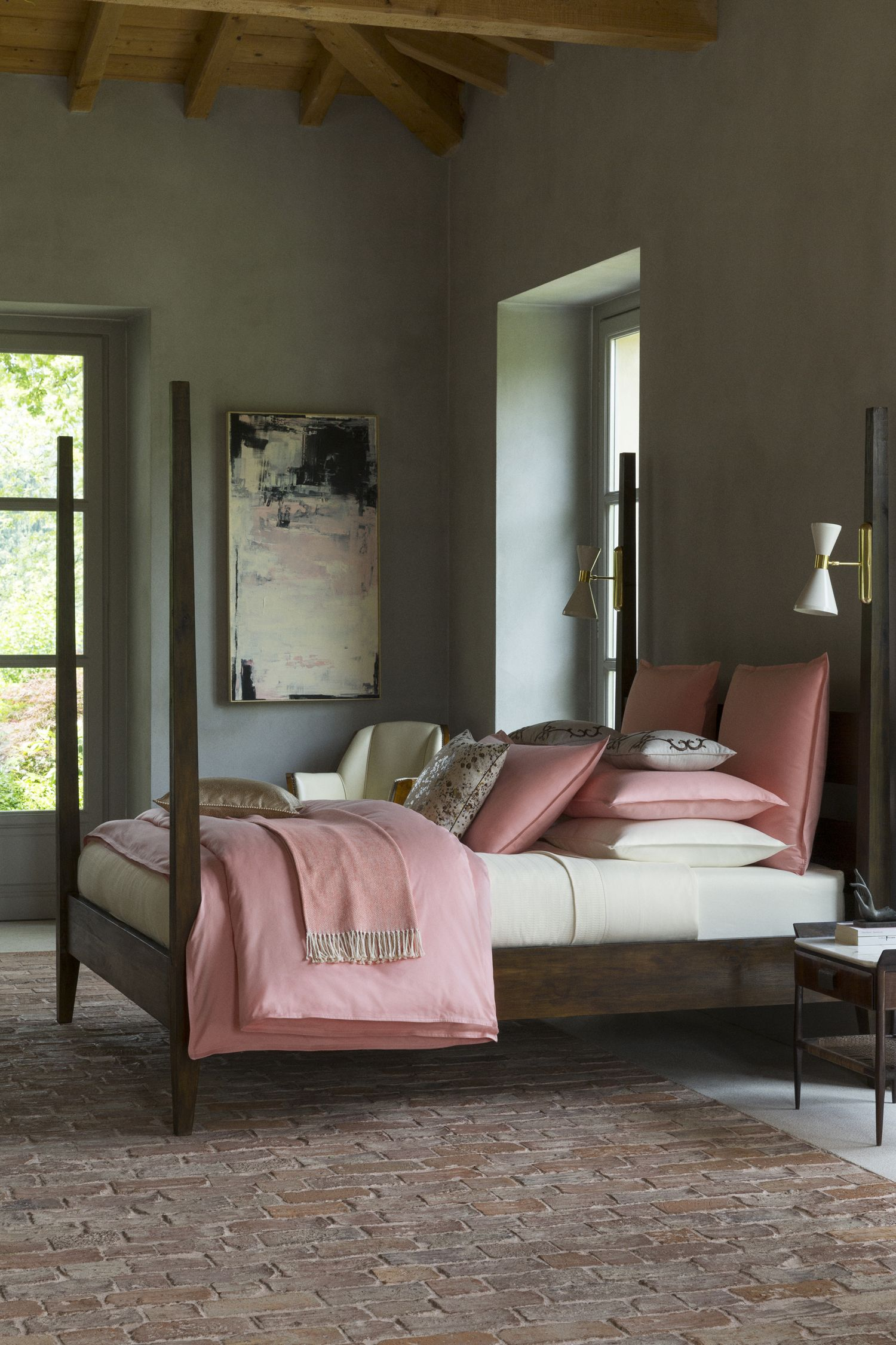 Soft, soft, soft: SFERRA. Modern mini-flanges and the tailoring of ...