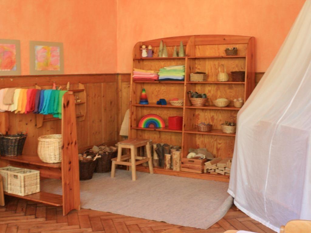 Waldorf classroom kindergarten preschool raum f r kinder for Raumgestaltung waldorfkindergarten
