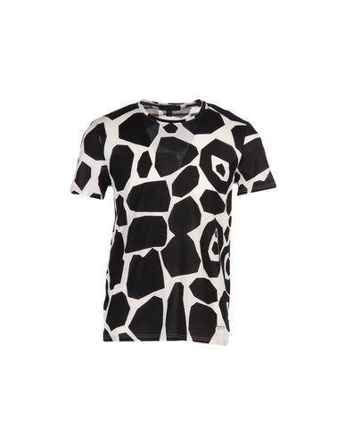 BURBERRY T-Shirt. #burberry #cloth #top #pant #coat #jacket #short #beachwear