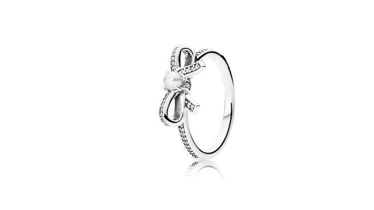 anello con fiocco e perla pandora
