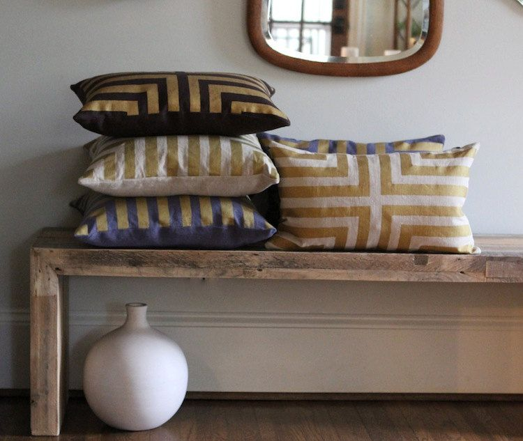 Metallic gold natural handprinted organic pillows hogar for Decoracion hogar textil