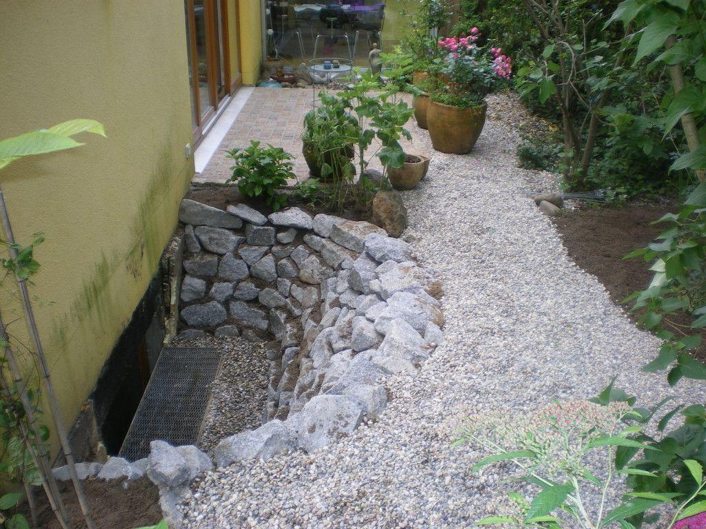 Miletic gartenbau lichtschacht vorgartenideen for Gartenidee hanglage